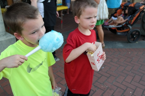Snacks outside Zoo to Do for Kids